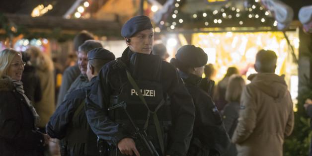Polizeieinsatz vor demEinkaufszentrum Centro in Oberhausen