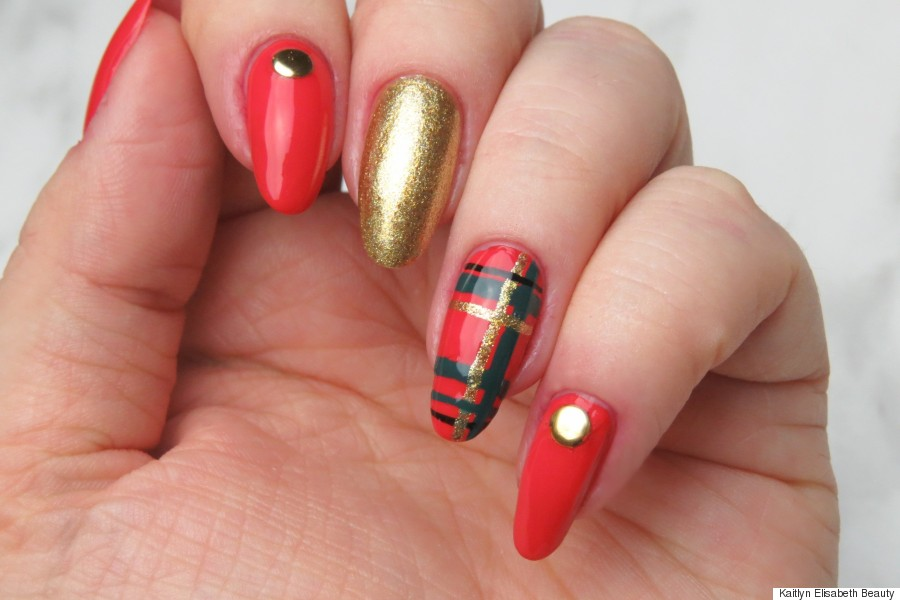 Nail art festive plaid nails to rock over the holidays plaid nail art prinsesfo Choice Image