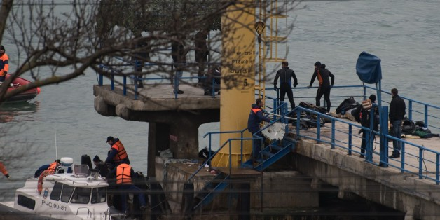 SOCHI, RUSSIA - DECEMBER 25 : Rescuers unload fragments and remains from a boat, found at the site of the Tu-154 plane crash near Sochi, Russia, 25 December 2016. A Tu-154 aircraft of the Russian Defense Ministry has crashed in the Black Sea after it disappeared from radar, regional emergency service said on December 25, 2016. The aircraft was en route to Syrias Latakia to take part in a New Year's concert. Among the 92 people onboard the crashed plane, eight were crew members, the Russian defense ministry said in a statement. The ministry confirmed that there were also nine journalists along with musicians from the Red Army Choir, or the Alexandrov Ensemble. (Photo by Ekaterina Lyzlova/Anadolu Agency/Getty Images)
