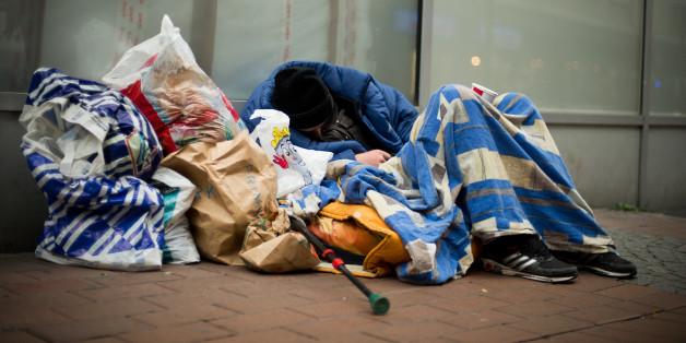 Ein Obdachloser und seine Habseligkeiten (Symbolfoto)