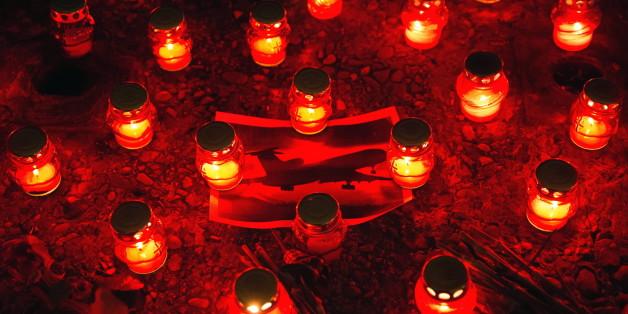 Kerzen der Bewohner von Sotschi zum Gedenken an die Opfer des Flugzeugabsturzs