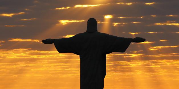 Christ the Redeemer during sunrise in Rio de Janeiro, Brazil, August 2, 2016.   REUTERS/Kai Pfaffenbach