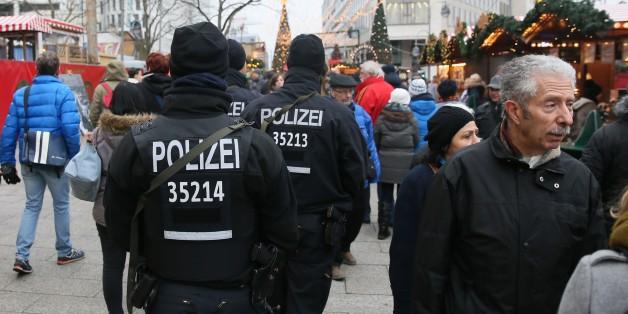 Polizisten patrouillieren auf dem Berliner Breitscheidplatz