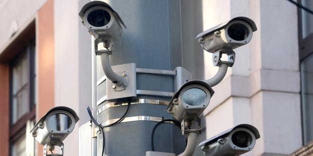 Fünf Videokameras in Duisburg an einem Laternenpfahl