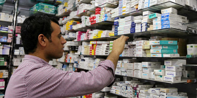 A pharmacist searches for medicine at a pharmacy in Cairo, Egypt, November 17, 2016.  Picture taken November 17, 2016. REUTERS/Mohamed Abd El Ghany  To match Insight EGYPT-CURRENCY/MEDICINE