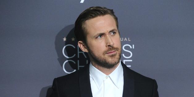 SANTA MONICA, CA - DECEMBER 11:  Actor Ryan Gosling poses in the press room at the 22nd annual Critics' Choice Awards at Barker Hangar on December 11, 2016 in Santa Monica, California.  (Photo by Jason LaVeris/FilmMagic)