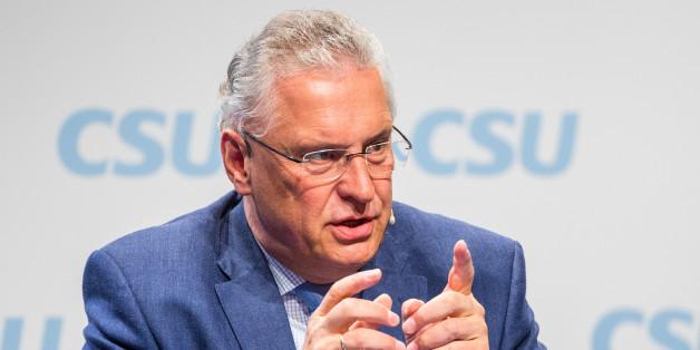 Bayerns Innenminister Herrmann fordert Smartphone-Verbot für ausländische Gefährder