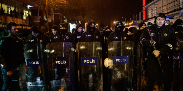 ISTANBUL, TURKEY - JANUARY 1: Turkish police secure the area at Ortakoy district near night club Reina on January 1, 2017 in Istanbul, Turkey. Istanbul governor Vasip Sahin says at least 35 dead and 40 wounded at terror attack at Istanbul's famous night club of Reina in Bosphorus shores in the new year party.  (Photo by Stringer/Getty Images)