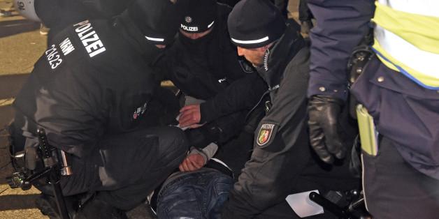 Die Polizei griff am Silvesterabend in Köln rigoros durch