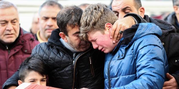 Angehörige der Opfer der Terrorattacke in Istanbul