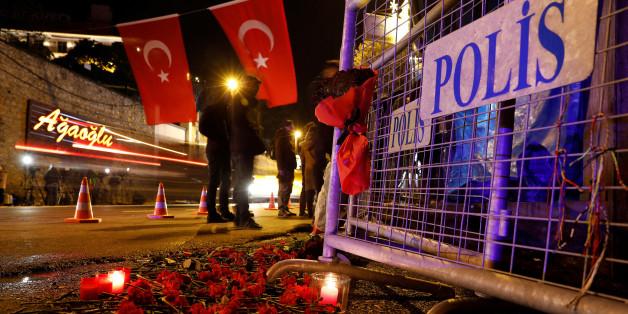 Zeichen der Trauer in Istanbul: Auch zwei Deutsche starben bei dem Silvester-Anschlag