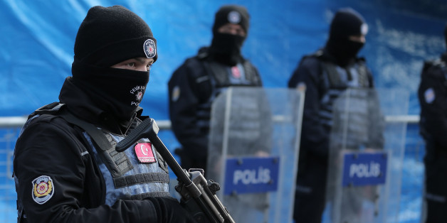 Turkish police stand guard outisde the Reina nightclub by the Bosphorus, which was attacked by a gunman, in Istanbul, Turkey, January 1, 2017.     REUTERS/Huseyin Aldemir