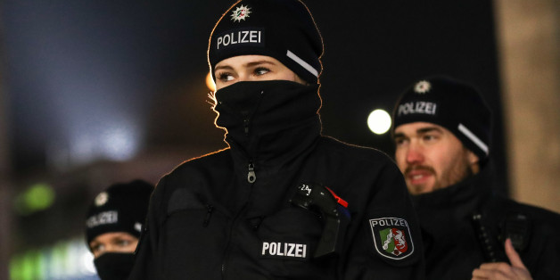 Polizisten vor dem Kölner Hauptbahnhof am 31. Dezember 2016
