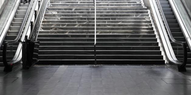 Auf einer solchen Treppe ist die Attacke in Hamburg passiert (Symbolbild)