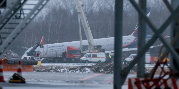 KALININGRAD, RUSSIA - JANUARY 4, 2017: Emergency services alongside an Aeroflot A321 passenger plane which ran off the runway on January 3, 2017, while landing at Khrabrovo Airport after a flight from Moscow. No injuries reported. Vitaly Nevar/TASS (Photo by Vitaly Nevar\TASS via Getty Images)