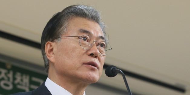 문재인 더불어민주당 전 대표가 5일 오후 서울 여의도 국회 의원회관에서 '권력적폐 청산 3대 방안 제시' 기자간담회를 하고 있다.