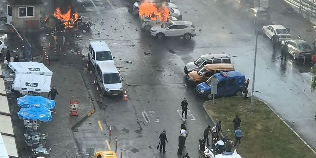 Cars burn in the street at the site of an explosion in front of the courthouse in Izmir on January 5, 2017.  A car bomb exploded outside a courthouse in the western Turkish city of Izmir, wounding at least 10 people and sparking clashes in which at least two 'terrorists' were killed, officials and reports said.Several ambulances were rushed to the scene after the blast outside the prosecutors and judges' entrance to the court in the usually peaceful city on the Aegean Sea, the channel said. / AF