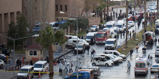 Police forensic experts examine the scene after an explosion outside a courthouse in Izmir, Turkey, January 5, 2017. REUTERS/Tuncay Dersinlioglu