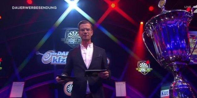 """""""Weiß nicht, was er tut""""  - So rechnen die Zuschauer nach Promi-Darts-WM mit Moderator Joko Winterscheidt ab"""