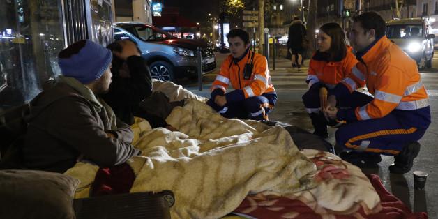 In vielen deutschen Städten sind im Winter Kältebusse für Obdachlose unterwegs.