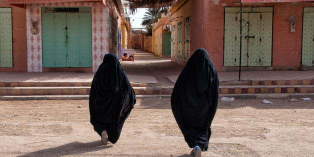 Two berebers women go to the hairdresser. The photo is taken in the South of Morrocco