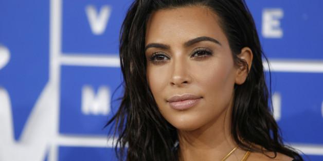 FILE PHOTO: Kim Kardashian arrives at the 2016 MTV Video Music Awards in New York, U.S., August 28, 2016.  REUTERS/Eduardo Munoz/File photo