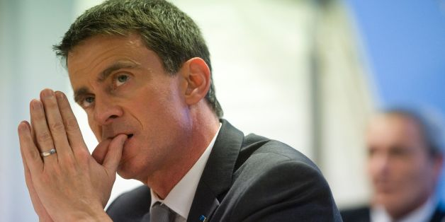 Former French prime minister and candidate for the left wing primaries ahead of France's 2017 presidential election Manuel Valls visits the biotechnology company Greentech in Saint-Beauzire on January 10, 2017. / AFP / Thierry Zoccolan        (Photo credit should read THIERRY ZOCCOLAN/AFP/Getty Images)