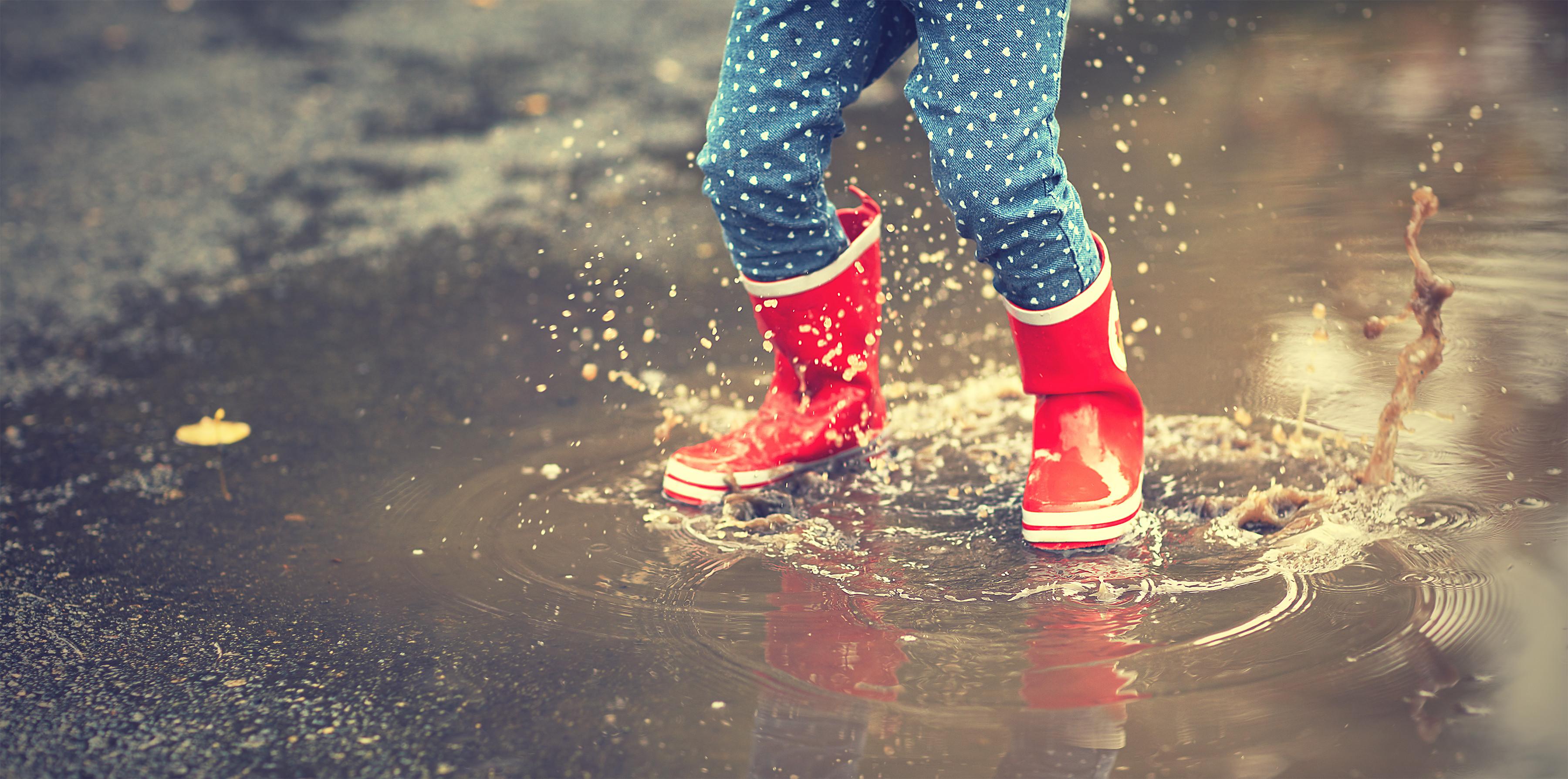 kids muddy puddle