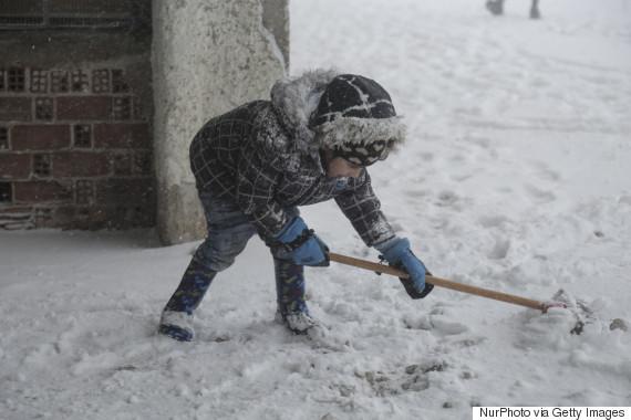 refugees snow greece