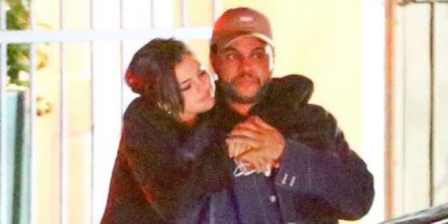 Selena Gomez et The Weeknd s'embrassent à la sortie d'un restaurant de Los Angeles