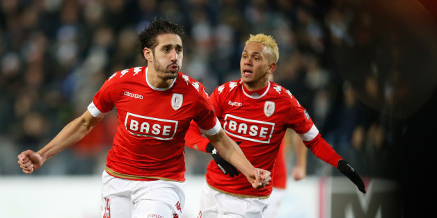Standard's Ishak Belfodil (L) celebrates after scoring during the Jupiler Pro League match between Charleroi and Standard de Liege, in Charleroi, on December 4, 2016.  / AFP / Belga / BRUNO FAHY / Belgium OUT        (Photo credit should read BRUNO FAHY/AFP/Getty Images)