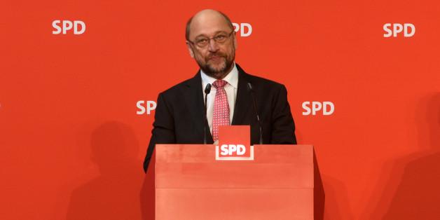 Martin Schulz, noch EU-Parlamentspräsident und möglicher SPD-Kanzlerkandidat, vor rotem Hintergrund - fehlt noch grün