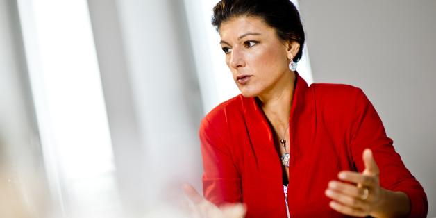 Sahra Wagenknecht, Linken-Fraktionschefin im Bundestag - hier wie öfters in rot