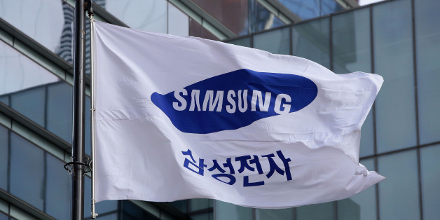 SEOUL, SOUTH KOREA - JANUARY 12:  A Samsung flag flies outside the company's headquarters on January 12, 2017 in Seoul, South Korea. The independent counsel team investigating the peddling scandal involving South Korean President Park Geun-hye and her confidant Choi Soon-sil summoned Samsung Group Vice Chairman Lee Jae-yong for questioning on charges of perjury as he allegedly lied about the money Samsung donated to Choi through multiple channels in the parliamentary hearings last month.  (Photo