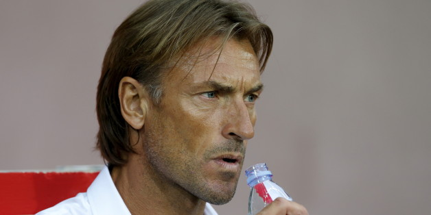 Lille coach Herve Renard watches during their French Ligue 1 soccer match against Paris Saint Germain at the Pierre Mauroy stadium in Villeneuve d'Ascq near Lille August 7, 2015.  REUTERS/Pascal Rossignol