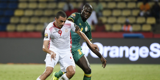 Tunisia's forward Ahmed Akaichi (L) challenges Senegal's defender Kalidou Koulibaly during the 2017 Africa Cup of Nations group B football match between Tunisia and Senegal in Franceville on January 15, 2017. / AFP / KHALED DESOUKI        (Photo credit should read KHALED DESOUKI/AFP/Getty Images)
