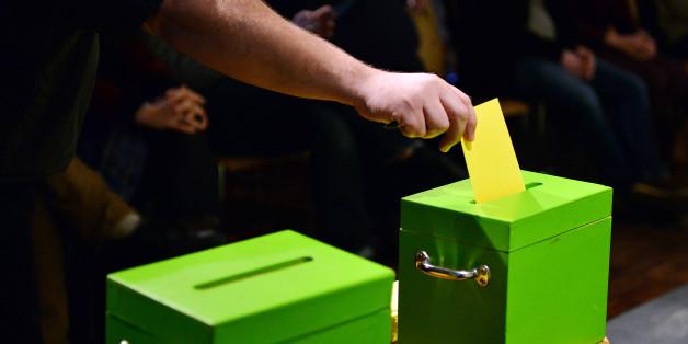 Ein gelbes Zettelchen in die grüne Urne - die Urwahl von Bündnis 90/Die Grünen