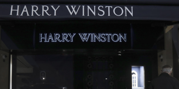 General view outside the luxury jewellers Harry Winston boutique after a robber stole diamonds worth 15 million euros ($16 million) in Cannes, France, January 18, 2017.     REUTERS/Eric Gaillard