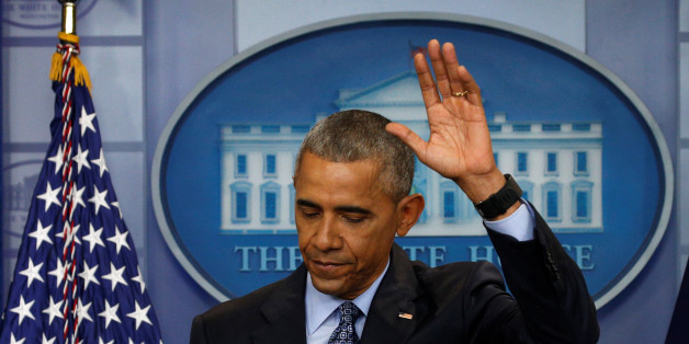 U.S. President Barack Obama waves as he departs the briefing room at the conclusion of his final press conference at the White House in Washington, U.S., January 18, 2017.   REUTERS/Kevin Lamarque      TPX IMAGES OF THE DAY