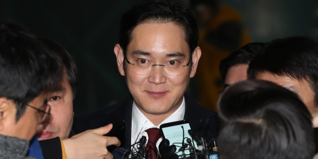 Jay Y. Lee, co-vice chairman of Samsung Electronics Co., center, is surrounded by members of the media as he leaves the special prosecutors' office in Seoul, South Korea, on Friday, Jan. 13, 2017. Special prosecutors began questioning Lee on Thursday as a suspect in a bribery investigation, deepening an influence-peddling scandal that has already led to the impeachment of South Korea's president. Photographer: SeongJoon Cho/Bloomberg via Getty Images