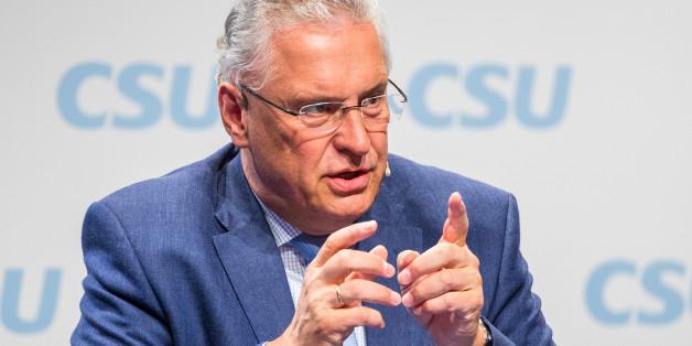 """Bayerns Innenminister: """"Es gibt keinen Grund für Frauen, öffentliche Plätze zu meiden"""""""