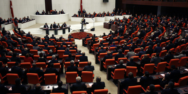 U.S. President Barack Obama addresses the Turkish Grand National Assembly Complex in Ankara, April 6, 2009.  Obama's visit on the last leg of an eight-day trip that marks his debut as president on the world stage, is a recognition of the secular but predominantly Muslim country's growing clout and Washington's desire for its help to solve confrontations and conflicts from Iran to Afghanistan.   REUTERS/Jim Young      (TURKEY POLITICS)