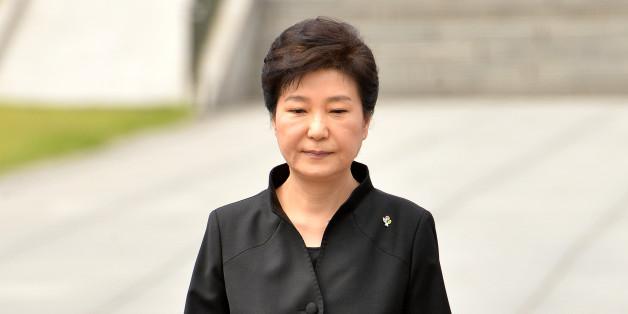 박근혜 대통령이 6일 오전 동작구 국립서울현충원에서 열린 제61회 현충일 추념식에서 추념사를 마친 후 자리로 향하고 있다. 2016.6.6