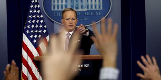 """""""Wenigstens hat er es versucht"""": Medien rechnen mit Trumps Pressesprecher ab"""