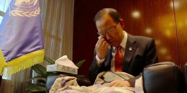 반기문 전 유엔사무총장이 울고 있다. (여론조사 결과 때문은 아니고) 영화 '타이타닉'을 보면서.