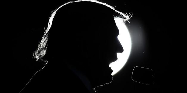 """Die Politik des neuen US-Präsidenten Donald Trump erinnert teilweise an George Orwells Roman """"1984"""" über einen utopischen Überwachungsstaat im Jahr 1984"""