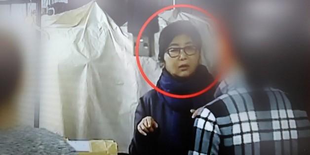 TV조선이 2016년 10월 25일 공개한 대통령 순방 의상을 준비하는 최순실씨 영상