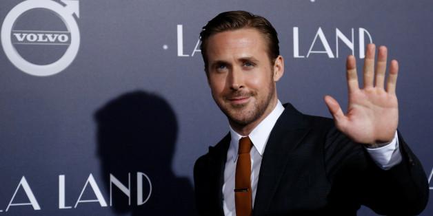 "Cast member Ryan Gosling waves at the premiere of ""La La Land"" in Los Angeles, California U.S., December 6, 2016.   REUTERS/Mario Anzuoni"
