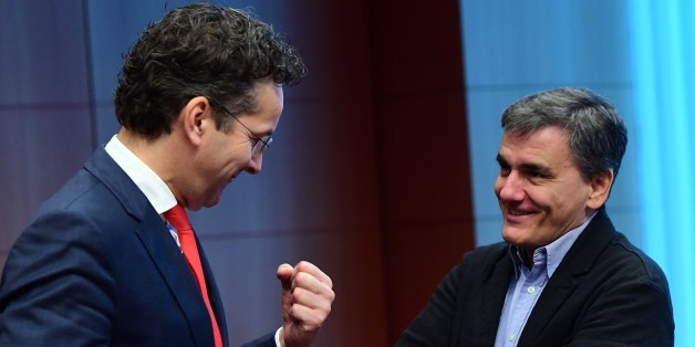 Eurogroup President and Dutch Finance Minister Jeroen Dijsselbloem (L) and Greece's Finance Minister Euclid Tsakalotos speak together ahead of a Eurogroup finance ministers meeting at the European Council in Brussels, on December 5, 2016.  / AFP / EMMANUEL DUNAND        (Photo credit should read EMMANUEL DUNAND/AFP/Getty Images)