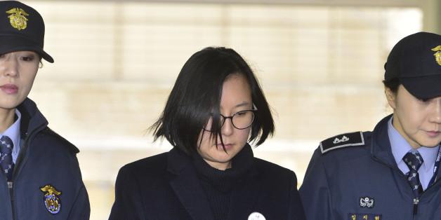 국정농단 사태의 핵심인물 최순실씨의 조카 장시호 씨가 26일 오후 서울 강남구 대치동 특검사무실로 소환되고 있다.